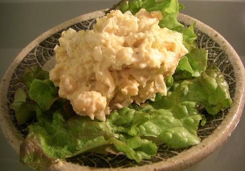 ニュートリショナルイーストとひよこ豆を使ったサラダ