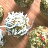 ココナッツケールボール<br>Coconut Kale Balls